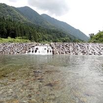 川遊びの盛んな湯沢の川、遊び場のうちの一つ
