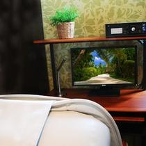 2F仮眠カフェ 仕事のやり残しや東京観光の調べものなどはこちらで。