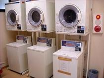 無料ランドリー5台 乾燥機は有料です