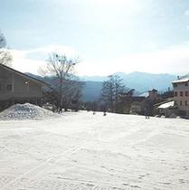 *ホワイトワールド尾瀬岩鞍。スキーやスノボを楽しむ人達で賑わいます。【片品村観光協会 提供】
