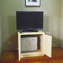 *客室一例/お部屋には金庫がございますので、ご自由にご利用くださいませ。