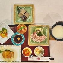 *お食事一例/しゃぶしゃぶがメインのお食事メニュー。片品村の食材をお楽しみください。
