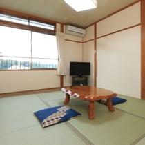 【本館】8畳和室 3名まで利用できる畳のお部屋です。館内のトイレにはウォシュレット完備してます