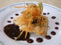 【魚料理一例】カレイのソテー バルサミコソース 野菜のフライのせ