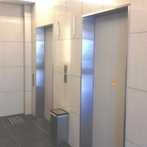 館内エレベーターは2台あります