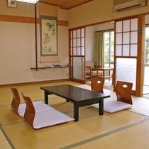 *【客室一例】由良ビーチに面した客室。窓からは風防林の松の木と海が見えます。
