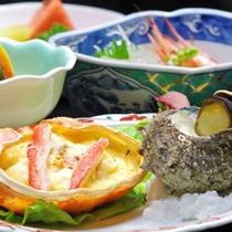 *【夏の定番】料理一例。お造りや焼き物、小鉢などは、旬の海の幸を中心にご用意。