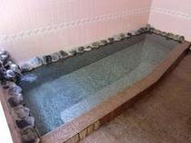 清潔で明るい女性室内風呂