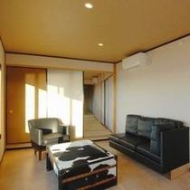 家具はデザイナーズ(ラグジュアリースイートルーム一例)