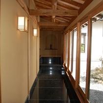 略式茶室への廊下