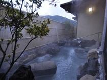 大浴場露天風呂  澄み切った空気に包まれ湯けむりに包まれ・・・