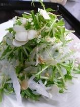 大根と水菜とナッツのサラダ