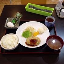 カフェ朝食(和食)ご朝食は和食または洋食からお選びいただけます。