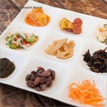 沖縄料理や和食の約50種類のバイキングです。