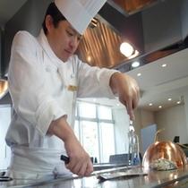 和食レストラン 銀明翠 鉄板焼調理風景