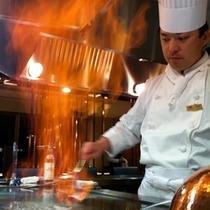 和食レストラン 銀明翠 鉄板焼 料理長調理風景