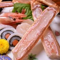 *お夕食一例(カニ刺)/鮮度が命!身がぎっしり詰まったカニを生でガブリ!幸せな時をどうぞ。