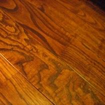 焼き伊豆栗の床材