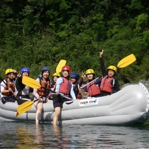 笑い声が四万十川に響き渡る!10人乗りのボートで四万十川をフリークルーズ♪1歳の幼児からOK!