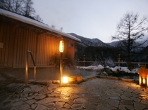 趣ある夕景の露天風呂
