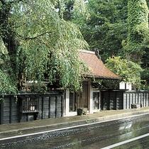 *【周辺】古い建物と現代とが違和感なく溶けあう角館武家屋敷まで当館から車で15分!