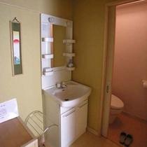 各部屋すべてにトイレ完備(ウォシュレット付)■1階客室は内風呂完備■2階客室は露天風呂完備(内風呂は