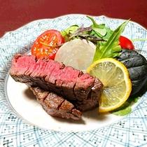 *【夕食一例】山形牛のサーロインステーキ!一口食べれば、旨みが口の中に広がります♪