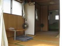 1室貸しタイプ。2名様以上のご家族・グループ向けのお部屋です。6畳2間です。