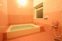 内風呂(大)、貸切風呂、空いていれば、いつでも入浴可。