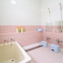 *女性用浴場/温泉ではなく、家族風呂サイズですが18時00分〜21時00分の間でご利用ください。