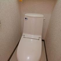 *共用トイレ/共用の男女別にあるトイレは、シャワートイレを設置しております。