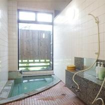*家族風呂/ファミリーにはうれしい家族専用風呂。もちろん温泉です!