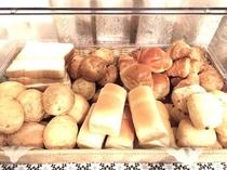 様々な種類のパンをご用意しております♪