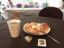美味しいパンと挽きたてのコーヒーをどうぞお召し上がりくださいませ♪
