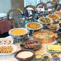カフェレストラン「COZY 」の朝食バイキングは和・洋そろってます。