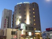 ホテル概観夜