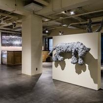 アンテルームのシンボル的存在の名和晃平氏の作品『Swell-Tiger』もあります!
