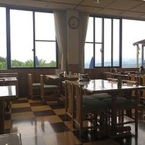 *【レストラン】山々の景色も一望して頂けます。