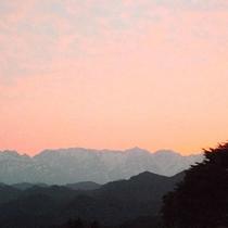 *【周辺風景】夕暮れにやわらかく染まる空