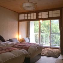 和モダンの和室ベッドタイプ/畳でもベッドでもごゆっくりお過ごしいただけます。
