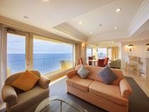 【デラックススイート サンセット】大きな窓からの景色は圧巻。特別な日に特別な人と過ごす為の特別室