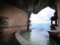 【貸切風呂】平砂浦の海を一望する人気の洞窟風呂