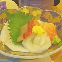 *【夕食一例】旬の素材にこだわった料理をご用意いたします。