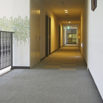 *【廊下】客室へ続く廊下。