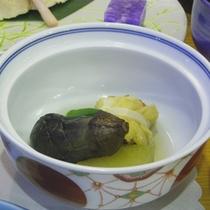 *【夕食一例】地元の食材にこだわった料理に舌鼓。