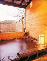 ハイシーズンはこの露天風の温泉岩風呂もオープン!貸切でどうぞ(要確認)