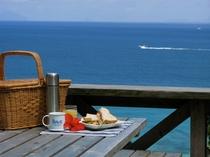 朝食は海を眺めながら
