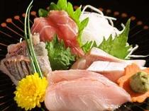 夕食の一例(地魚の刺身)