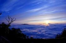 【周辺風景】斜里岳からの朝暘