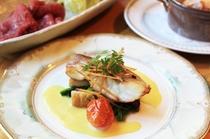 【夕食一例】羅臼産黒目抜きのポワレサフランクリームソース